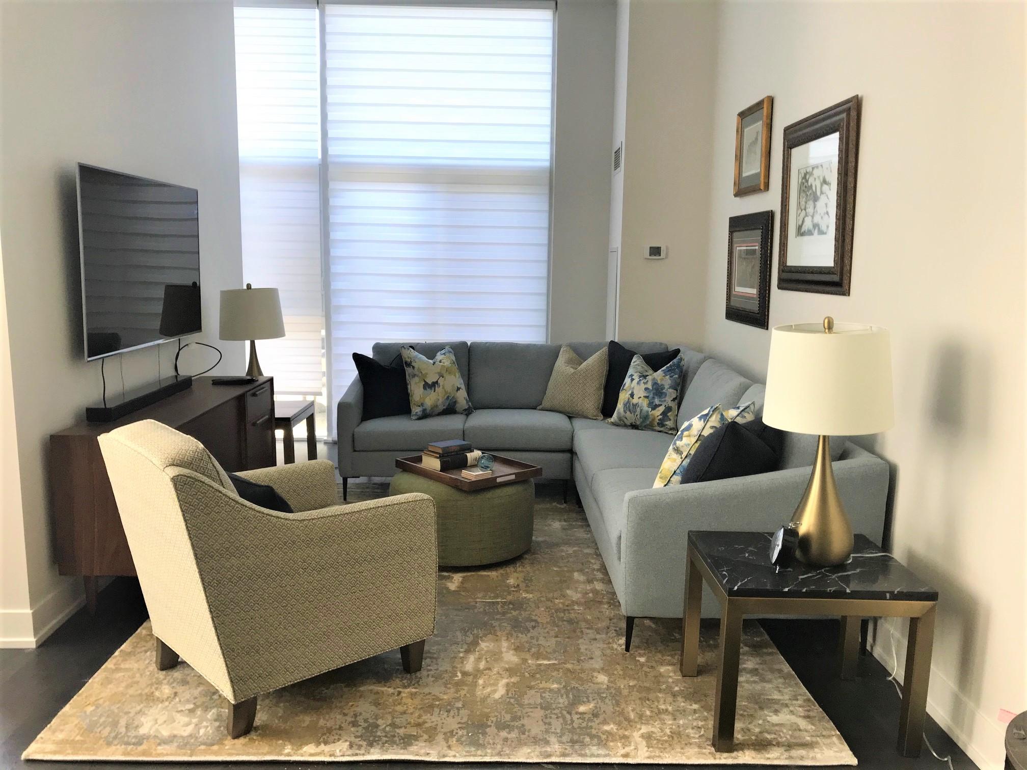 Yonge Street Condo livingroom photo1